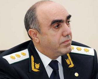 <b>Zakir Qaralov rayon prokurorunu işdən çıxardı</b>