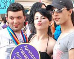 <b>Transseksuallar yürüş keçirdilər - <font color=red>Fotosessiya</b></font>
