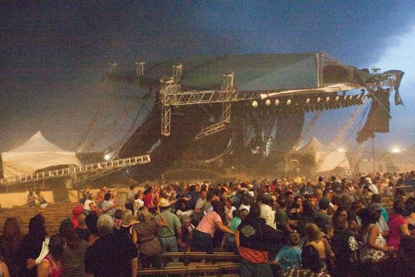 <b>Konsertdə dəhşətli hadisə baş verdi -<font color=red> Fotolar</b></font>