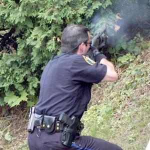 Polis iki nəfəri güllələdi