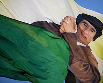 <b>Azərbaycanda da Qəddafinin bayrağı endirildi</b>