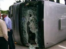 <b>Qubada avtobus aşdı, çoxlu yaralı var</b>