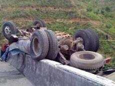 Avtobus Mercedesi vurdu