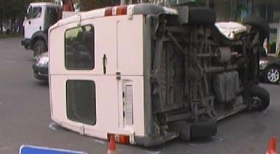<b>Şəmkirdə avtobus aşdı, bir nəfər öldü</b>