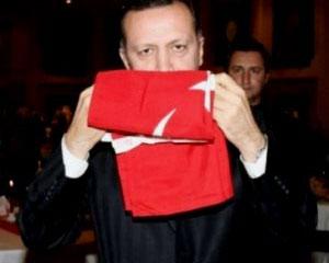 <b>Baş nazirin bayraq sevgisi -<font color=red> Video</b></font>