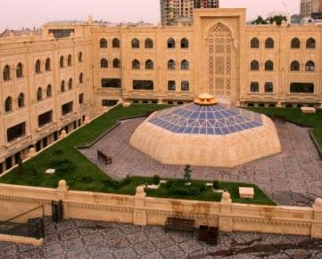 <b>İslam Universitetinin dekanı damarlarını doğrayıb intihar etdi </b>