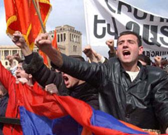 Ermənistanda istefalar davam edir