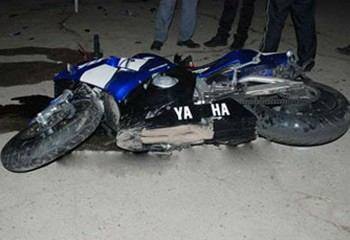 <b>Motosiklet yük maşını ilə toqquşdu, ölən var</b>