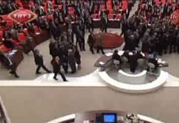 <b>Parlamentin sədri söyüş söydü</b>