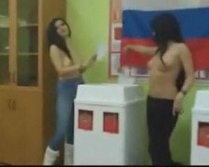 <b>Rus qızlar çılpaq səs verdilər – <font color=red>Video</b></font>