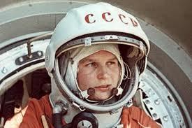 Dünyanın ilk qadın kosmonavtı deputat kürsüsündə