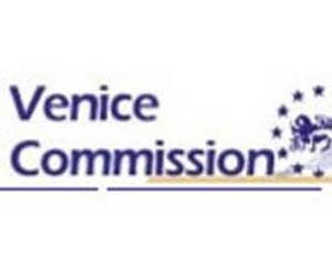 <b>Venesiya Komisiyası hakimiyyətin hazırladığı layihədən şübhələnir</b>