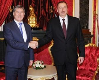 <b>İlham Əliyev Qırğızıstan prezidentini Azərbaycana dəvət etdi</b>