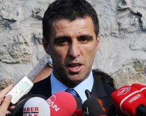 <b>Futbolçu siyasətdə qalmaqal yaratdı</b>