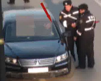 <b>Polisin rüşvət biabırçılığı - <font color=red>Video</b></font>