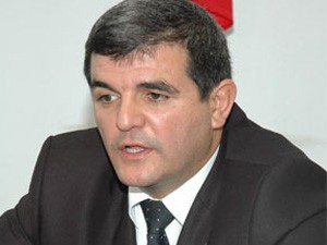 <b>Fazil Mustafa Strasburqa gedir</b>