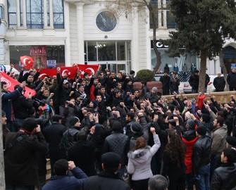 <b>Polis, gəncləri Fansaya etiraza imkan vermədi</b>
