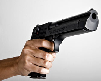 Dövlət idarəsində silahlı şəxs üç nəfəri girov götürdü
