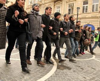 Gənclər icazəli aksiyaya tərəfdardırlar