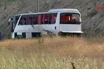 <b>Sərnişin avtobusu güllələndi: 18 ölü</b>