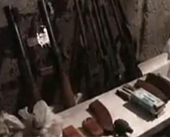 <b>Müxalifətçinin evindən 12 avtomat, 4 pulemyot tapıldı</b>