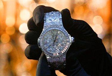 Dünyanın ən bahalı qol saatı satışa çıxarılıb