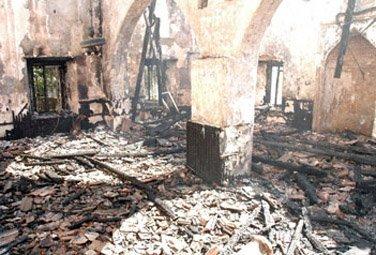 <b>Məscid yandırıldı, imam-camaat həlak oldu</b>