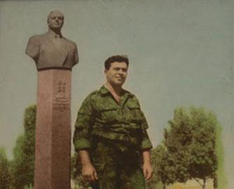 <b>Baş daşından Heydər Əliyevin büstü ilə olan şəkli qopardılan şəhid -<font color=red> Anım </b></font>