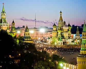 Ruslar siyasətçilərin dindarlığını səmimi saymırlar