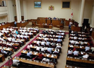 <b>Parlamentdə deputatlar əlbəyaxa oldular </b>