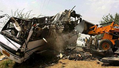 <b>Avtobuslar toqquşdu, 20 nəfər öldü</b>