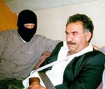 <b>Öcalan Türkiyə bayrağını öpüb</b>