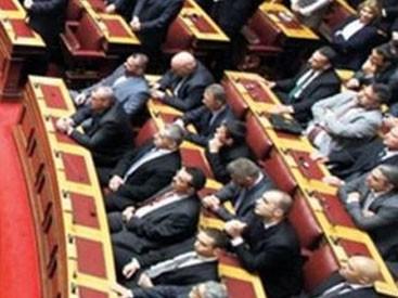 Yunan deputatlardan Qurana hörmətsizlik-<font color=red>Video</font>