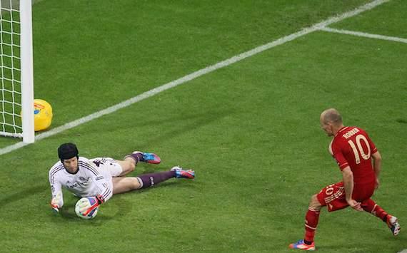 Robben həmvətənlərinin gözü önündə fitə basıldı
