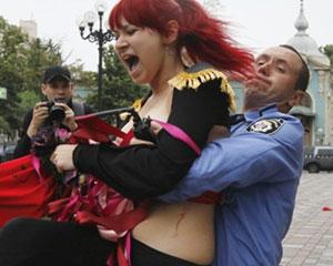 <b>FEMEN yenə çılpaq etiraz etdi</b>