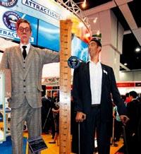 <b>Dünyanın ən uzun adamı qısa göründü</b>