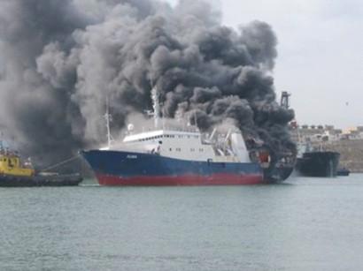 <b>İran gəmisi Bakıda yandı</b>