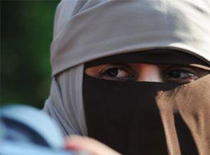 Niqablı qadınlar Parisə buraxılmadı