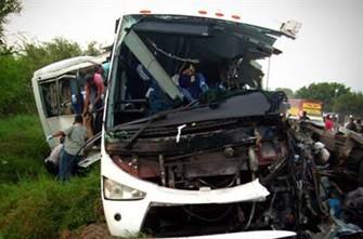 <b>Zəvvarları daşıyan avtobus körpüdən aşdı, 32 ölü</b>