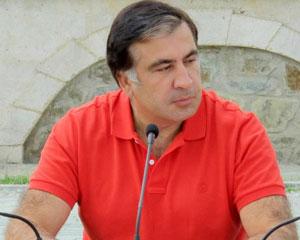 <b>Saakaşvili, bağda iclas və mikrofon - <font color=red>Fotolar</b></font>