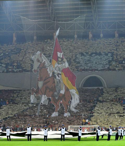 """Fanatlar Sultan Mehmeti stadiona """"gətirdilər"""""""