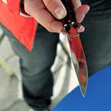 Polisi bıçaqlayıblar