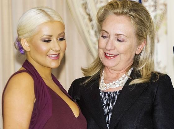 """<b>Klinton müğənninin """"dekoltə""""sinə həsrətlə baxdı - <font color=red>Fotolar</b></font>"""