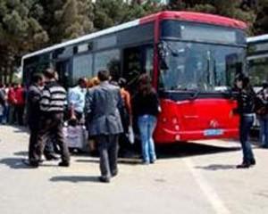 <b>Avtobus sürücüsü sərnişinlərin gözü qarşısında öldü</b>
