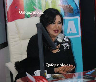 Türkan Şoray Bakıda verilişə çıxdı - <font color=red>Fotolar</font>