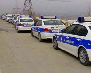 Yol polisinin avtomobili yandı