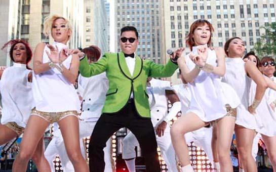 """""""Gangnam Style"""" Bakıda - <font color=red>Video</font>"""