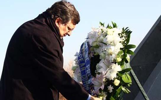 """""""Erməni soyqırımı abidəsi""""ni ziyarət etdi - <font color=red>Foto</font>"""