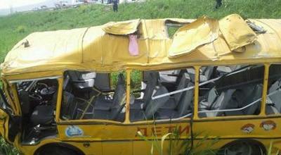 Avtobus maşınla toqquşdu