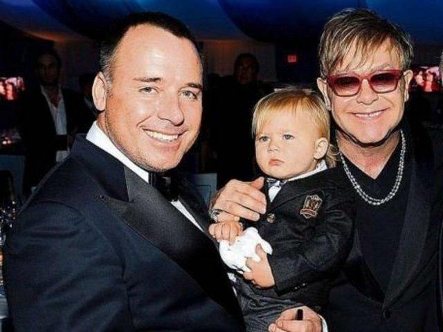 Elton 1 milyona ata oldu
